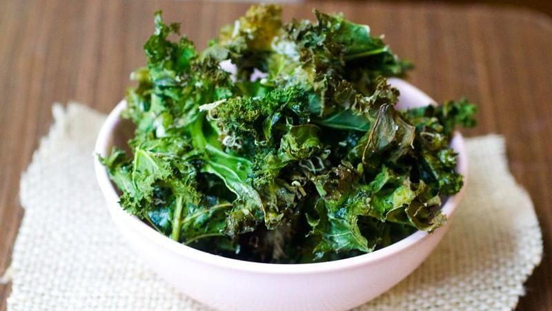 Zielone do chrupania – chipsy z jarmużu