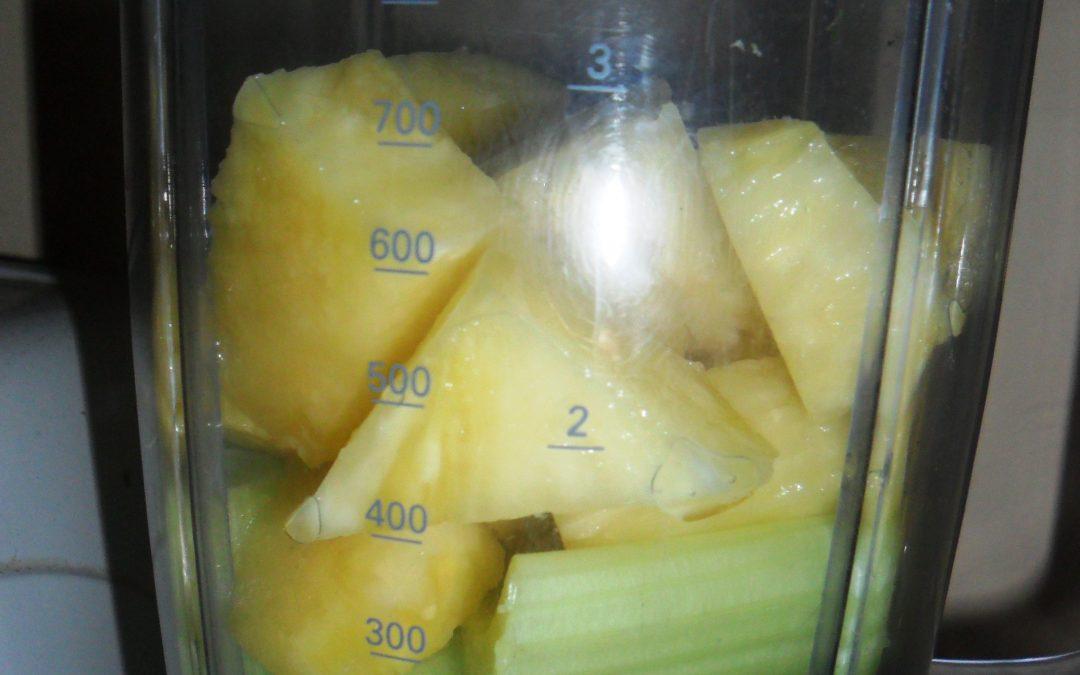 Ananas, seler naciowy, sok jabłkowy