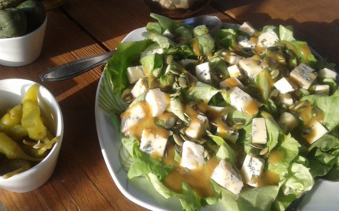 Sałatka z serem pleśniowym i gruszką